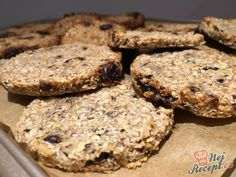Ein gesunder Snack: Banane-Kokos-Cookies OHNE ZUCKER und OHNE EIER A fantasy. If you thought of this recipe first, I would give it a medal. the cookies are perfect for t Raw Food Recipes, Sweet Recipes, Cake Recipes, Healthy Sweets, Healthy Snacks, Yummy Snacks, Yummy Food, Law Carb, Best Pancake Recipe