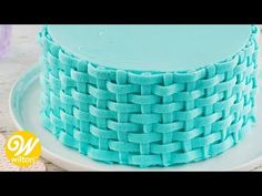 How to Pipe a Buttercream Basketweave Cake Design Cake Decorating Frosting, Cake Decorating Designs, Creative Cake Decorating, Cake Decorating Classes, Cake Decorating Techniques, Creative Cakes, Basket Weave Cake, Cake Basket, Basket Weaving