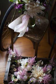 © Mint & Sweet Pepper - Atelier de jolies fleurs • Fleuriste Finistere Bretagne Le Jolie, Stuffed Sweet Peppers, Glass Vase, Mint, France, Table Decorations, Home Decor, Nice Flower, Artist