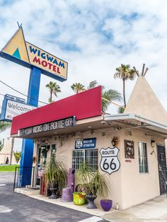 The perfect 1 Week Route 66 USA road trip itinerary. Day by day instructions for the trip, plus all the attractions, lodging options, and map of the route! Route 66 Usa, Road Trip Map, Route 66 Road Trip, Travel Route, Travel Usa, Road Trips, Travel Oklahoma, Route 66 Attractions, Wigwam Motel