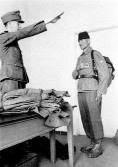 """WWII. - 1941-45. - Croatia/NDH - Senior officer of the Waffen 13'th SS Mountain Division Handschar """"1'st Croation""""getting a salute"""