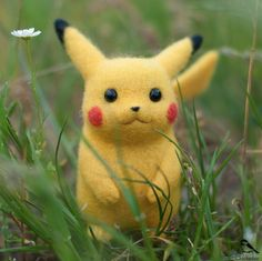 Beautiful Needle felting wool cute Pikachu pokemon go (Via @artchickadee)