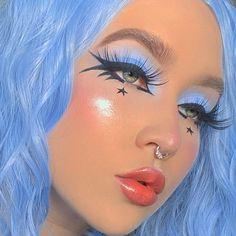Light blue eye makeup with black winged eyeliner and star eye makeup black girl Edgy Makeup, Makeup Eye Looks, Crazy Makeup, Blue Eye Makeup, Pretty Makeup, Makeup Goals, Makeup Art, Punk Makeup, Star Makeup