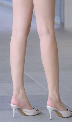 Beautiful Young Lady, Beautiful Toes, Beautiful Asian Girls, Foot Pics, Stylish Girls Photos, Nice Legs, Sexy High Heels, Photoshoot Inspiration, Fashion