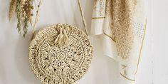 DIY mode: un sac rond en crochet - Marie Claire Kimono Pattern, Crochet Cardigan Pattern, Crochet Patterns, Diy Sac Crochet, Crochet Bags, Marie Claire, Crochet Fashion, Diy Fashion, Sewing Online