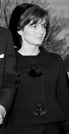 thekennedyclan: November 1962 - Jackie accompanies her husband to ex-First lady Eleanor Roosevelt's funeral Jacqueline Kennedy Onassis, Jfk And Jackie Kennedy, Jackie Oh, Les Kennedy, Jaqueline Kennedy, John John, Familia Kennedy, Mode Alternative, John Junior