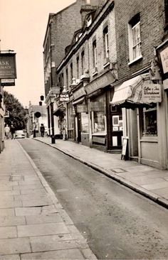 Flask Walk Hampstead 1960. London Now, Camden London, Mixed Emotions, Historical Pictures, Artist Canvas, Flask, England, Canada, The Incredibles