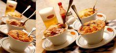 No bar Original fazem sucesso os vários tipos de escondidinhos Entre eles o de lingüiça puxada no vinho tinto com mandioquinha camarão com abóbora puxada no vinho branco e bacalhau com batata doce e alhoporó - Veja mais em: http://vilamulher.com.br/receitas/nova-cozinha/comida-de-boteco-os-preferidos-de-sao-paulo-rio-e-minas-4-1-75-14.html?pinterest-destaque