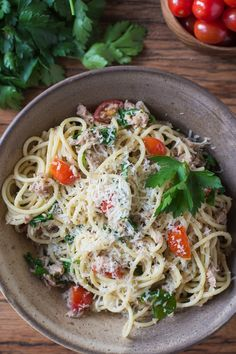 This Tuna Arugula Pasta is a recipe from the Jamie Oliver magazine. It's quick and simple and super delicious! | #yum #cook #meals
