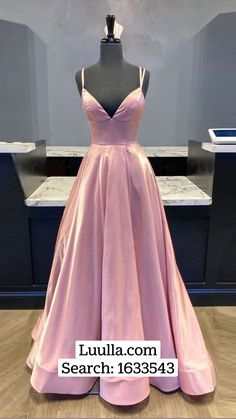 Prom Night Dress, Green Homecoming Dresses, Evening Dresses, Prom Dresses, Pageant Gowns, Dress And Heels, Quinceanera Dresses, Formal Gowns, Beautiful Dresses
