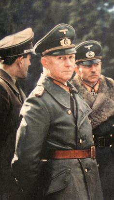 Generaloberst Alfred Jodl with Albert Speer and Heinz Guderian in the background Alfred Jodl, Ww2 History, Military History, Luftwaffe, German Uniforms, The Third Reich, Military Photos, German Army, Panzer