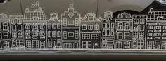 Grachtenpandjes raamtekening door Thirza P Driving Home For Christmas, Christmas Crafts For Kids To Make, Christmas Mood, Simple Christmas, Window Art, Window Decals, Christmas Window Decorations, Dutch House, Theme Noel