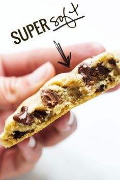 The BEST Soft Chocolate Chip Cookies - more than 1,300 reviews to prove it! no overnight chilling, no strange ingredients, just a simple recipe for ultra SOFT, THICK chocolate chip cookies! ♡ #cookies #chocolatechipcookies #recipe Yummy Treats, Delicious Desserts, Sweet Treats, Yummy Food, Healthy Desserts, Baking Recipes, Cookie Recipes, Dessert Recipes, Cookies Receta