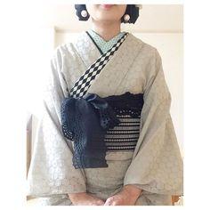 #ayaayas帯周り2017 1000円で購入した刺繍の、#博多織 っぽい#半幅帯 に#ユザワヤ で購入した布のリボン的なやつをまく。 #ayaayas半衿 を#伊達襟 #重ね襟 みたいに使い 片方を沢山出してみる。 色々モノトーンの柄を出すことで、色無地感をとっぱらう作戦。 #イヤリング は#ハンドメイド #handmade #コットンパール #レース #浴衣 #リボン #ハンドメイド部