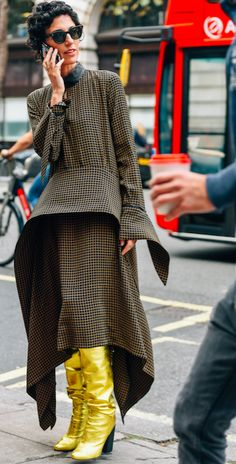 Check please! Our fashion director Yasmin Sewell nails it in a Petar Petrov dress and gold knee-high boots. Snapped by Tommy Ton. Follow all the LFW updates on our Instagram Stories #styledotTon