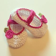 Crochet baby shoe PATTERN ONLY - pinned by pin4etsy.com