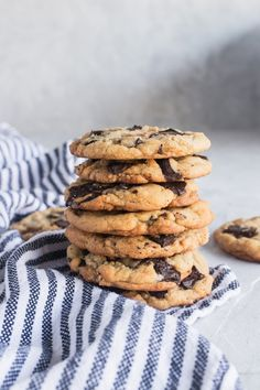 Say Browned Butter Toffee Chocolate Chunk Cookies five times fast. Or at least as fast as they disappear, which is pretty astonishingly quick. Chocolate Toffee, Best Chocolate Chip Cookie, Chocolate Cookies, Tea Cakes, Best Cookie Recipes, Baking Recipes, Butter Toffee, Brownie, Food Porn