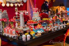 Circus Party Decoration. Decoração fantástica para festa de aniversário com o tema Circo.