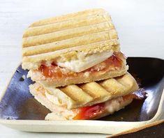 Panini au saumon fumé, à la tomate et au chèvre Calories, Brownies, Tacos, Favorite Recipes, Lunch, Paninis, Food, Cold Sandwiches, Tomatoes