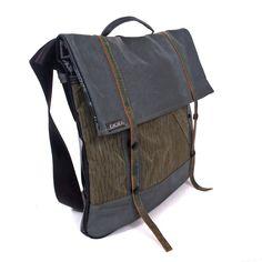 Rucksack aus recycelter Armeeplane und Lederjacken von ichichich bei Kult-Design-Unikate