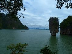 James Bond Island http://www.imperatortravel.ro/2012/06/cinci-excursii-pe-care-sa-le-faci-in-krabi-phang-nga-james-bond-island-episod-2.html