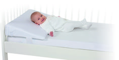 When the Mykko Comfort Sleep Cot Wedge is installed in baby's bed, the baby will sleep slightly inclined. This inclined position gives the baby a comfortable feeling in case of digestion problems (reflux), colds  and ear infections. The 60cm wide cot wedge is safely fastened around the mattress and bed bars. The inner cover is made from moisture-resistant, breathable textile.
