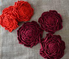 Knitted appliquéDecorative pin Rose scarletIrish by AlisaSonya