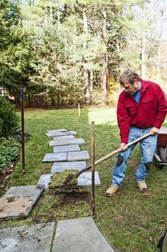 How to Lay a Stepping-Stone Path - This Old House A pathway made of stone pavers is a great way to save your lawn from being trampled and compacted by foot traffic Backyard Walkway, Garden Pavers, Garden Steps, Diy Garden, Shade Garden, Backyard Landscaping, Garden Path, Herb Garden, Backyard Ideas