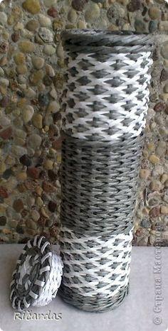 Поделка изделие Плетение Плетение ромбиков Бумага газетная фото 3