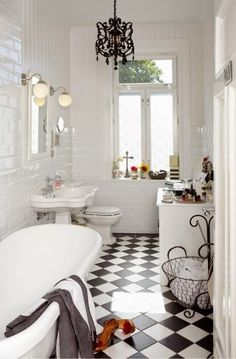 bathroom black and white bathroom ideas bathrooms designs tiles intended for Black Bathroom Floors Decoration Ideas Black White Bathrooms, White Rooms, Black And White Bathroom Floor, White Walls, Bad Inspiration, Bathroom Inspiration, Casa Rock, Wc Retro, Bathroom Tile Designs