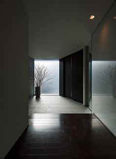 Too minimal but a reminder that low level light is powerful. And the range of surfaces and textures is nice. The route to the large window draws you on. Space Interiors, Dark Interiors, Entrance Foyer, House Entrance, Japanese Interior Design, Home Interior Design, Arch House, My House, Lobby Interior