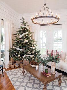 Farmhouse style Christmas tree from Fixer Upper