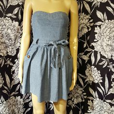 Sleeveless chambray dress Super cute light blue strapless dress. Pockets with gold button accents, tie at waist. Elastic back. Sweetheart neckline. 100% cotton Charlotte Russe Dresses Strapless