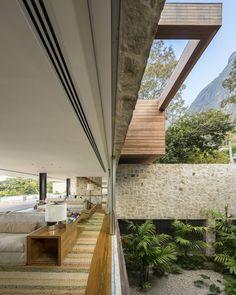 The Rio de Janeiro Home of Alex Lerner by Arthur Casas | photo © Fernando Guerra / http://www.yatzer.com/the-rio-de-janeiro-home-of-alex-lerner-by-arthur-casas