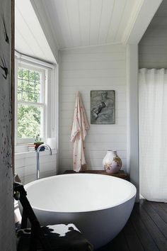 Home Interior Design Round bathtub.Home Interior Design Round bathtub Bad Inspiration, Bathroom Inspiration, Bathroom Ideas, Bathtub Ideas, Bathroom Renovations, Design Bathroom, Bathroom Interior, Bathroom Goals, Remodel Bathroom