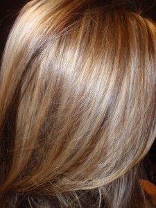 Very natural looking highlights, light blonde, honey blonde highlights with caramel low lights Blonde Caramel Highlights, Hair Color Highlights, Blonde Color, Caramel Blonde, Dark Blonde, Blonde Honey, Summer Highlights, Brown Highlights, Caramel Hair