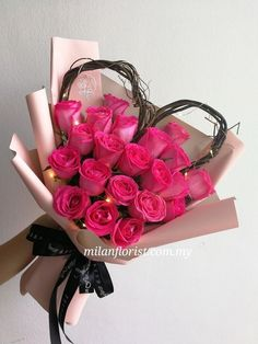 A Love bouquet. A bouquet of red roses with a heart shape in twigs in pink paper. How To Wrap Flowers, My Flower, Flower Art, Beautiful Flowers, Valentine's Day Flower Arrangements, Rosen Box, Cadeau Surprise, Gift Bouquet, Valentines Flowers