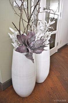 Looking inside . a modern home in Wijk bij Duurstede - deko blumen - Floral Dried Flower Arrangements, Dried Flowers, Vase Haut, House Plants Decor, Branch Decor, Inexpensive Furniture, Under Stairs, Vases, Decoration