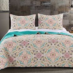 Vintage Moroccan Style Medallion Aqua Blue 100 percent Cotton 3 Piece Reversible Quilt and Shams Set. Bedding set is made of soft cotton cover and fill. Reversible to a solid Aqua color Girls Pink Bedding, Aqua Bedding, Boho Bedding, Modern Bedding, Vintage Bedding, Luxury Bedding, Aqua Quilt, Quilt Bedding, Comforter Cover