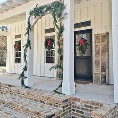 Farmhouse front porches, brick porch и front porch steps. Brick Porch, Concrete Front Porch, Front Porch Steps, Farmhouse Front Porches, Front Porch Design, Modern Farmhouse Exterior, Porch Pillars, Porch Roof, White Farmhouse