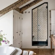 36 Popular Farmhouse Shower Tile Ideas - Popy Home Bad Inspiration, Bathroom Inspiration, Bathroom Ideas, Zebra Bathroom, Bathroom Goals, Design Bathroom, Architectural Digest, Style At Home, Home Interior