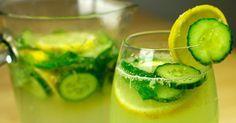Na dwa litry wody potrzebujemy jedną sztukę ogórka oraz cytryny, jedną łyżeczkę startego imbiru oraz około 10 listków mięty. Ogórek oraz cytrynę kroimy w plastry, imbir ścieramy na tarce, dodajemy ... Sassy Water, Irish Cream, Pickles, Cucumber, Zucchini, Vegetables, Cooking, Diet, Kochen
