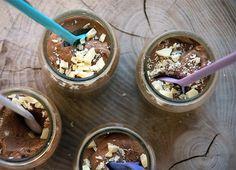 Chokolademousse er en kendt klassiker fra dessertkøkkenet og den er nem og enkel at lave i eget køkken - få den dejlige opskrift her