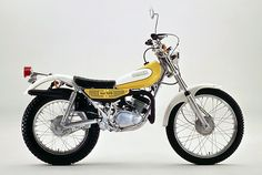 Gorgeous little Yamaha TY125 from days gone by. My sister had a baby blue one of these back in the day