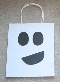 DIY Hallowen: DIY Ghost Trick-or-Treat Bag Craft