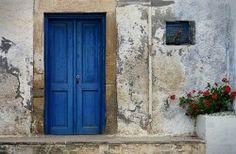 Sencilla puerta en azul