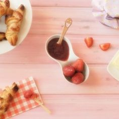 A great strawberry jam with no artificial additives. Try to do it, it's easy