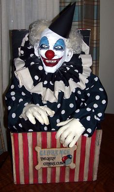 Clarence the clown made by Halloween Forum member Kelloween. Halloween Circus, Halloween Haunted Houses, Halloween Horror, Halloween 2019, Fall Halloween, Halloween Forum, Halloween Party, Halloween Camping, Halloween House
