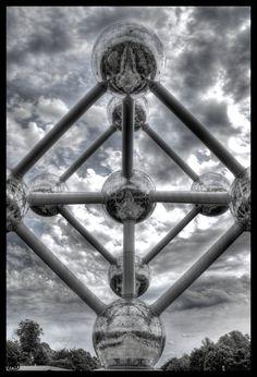 Atomium - vertical by -arphra