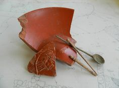 roman, medieval leicester  Some of the Roman artifacts discovered during the excavation include fine Samian table wares, bone hairpins and a copper spoon.